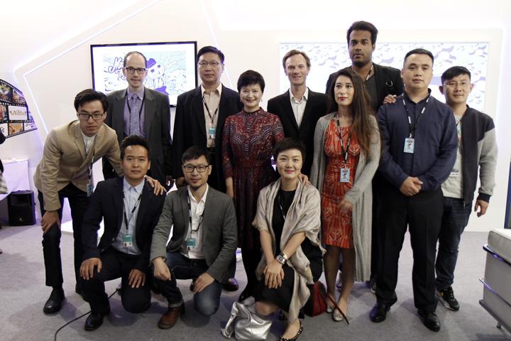 L'équipe de la région de Pékin et leur invités français sur leur stand au MIFA.